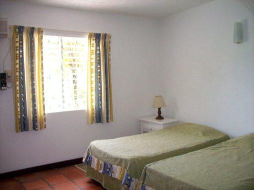 img_bedroom2