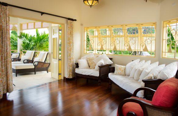 (4) Living Room-Adjoins Patio (Copy)