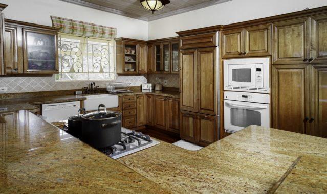 (7) Kitchen (Copy)